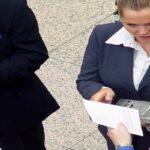 Smalltalk Knigge: Wie Sie Chef und Kunden um den Finger wickeln