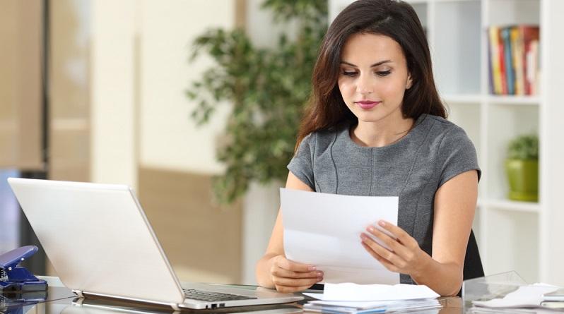 Üblich ist das qualifizierte Arbeitszeugnis: Hier finden Sie Angaben zu Ihrer Position im Unternehmen, zu den üblichen Aufgaben und es erfolgt eine Bewertung von Sozialverhalten und Leistung. (#01)