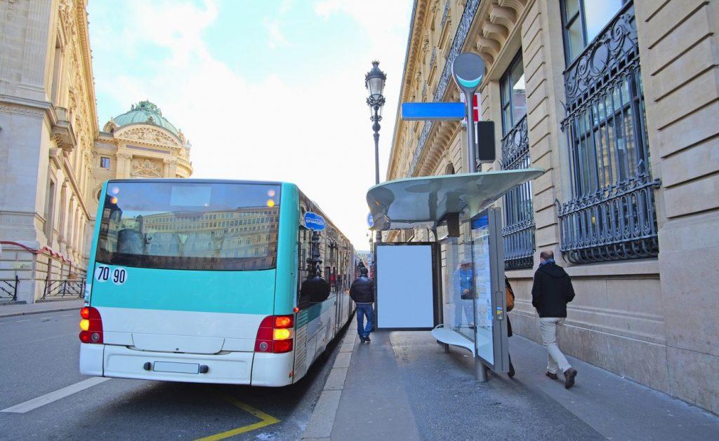 In Paris zu arbeiten ist schön - schon wegen dem Ambiente - und teuer. Die Lebenshaltungskosten sind vergleichsweise hoch, die Löhne eher niedrig. Gut ausgebaut ist der Öffentliche Nahverkehr. Das Liniennetz ist dicht gewebt und der Takt schnell. (#1)