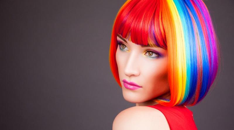Ombré Hair, Dip-Dye Hair und knallbunte Farben – heute gibt es bei Haarfarben fast nichts, was es nicht gibt. Doch wie wirkt sich das in einem Bewerbungsgespräch aus? (#04)