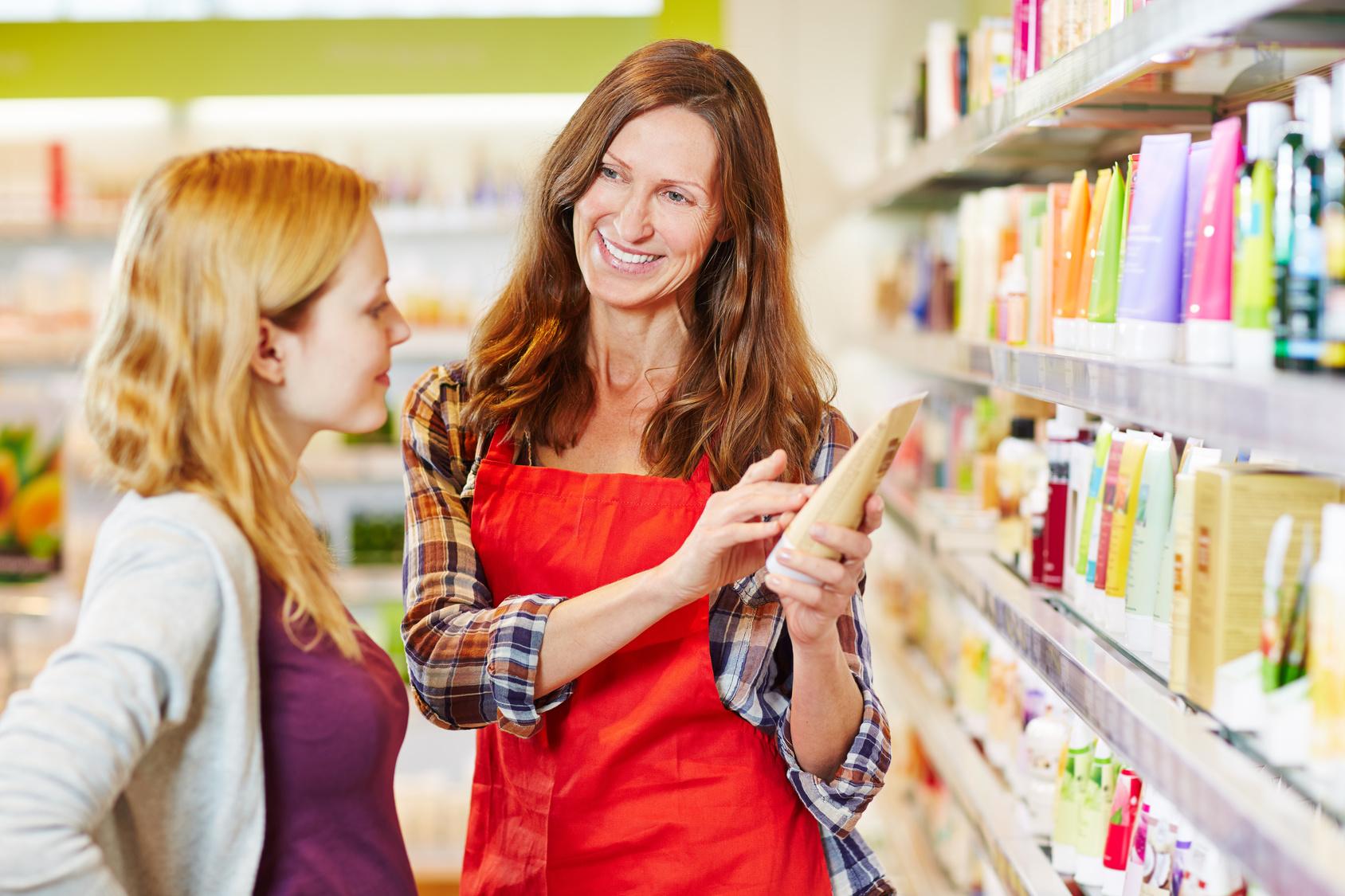 Im Einzelhandel werden oft geringe Einstiegsgehälter gezahlt. (#01)