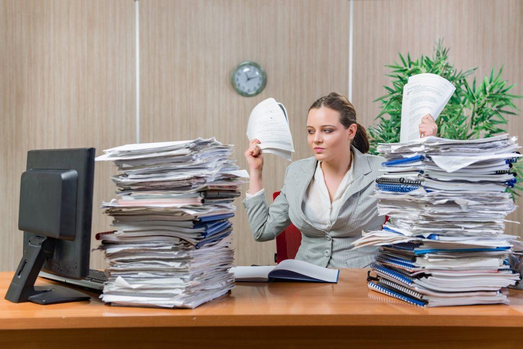 Zuviel Arbeit? Zu wenig Pausen? Stressfaktoren im Büro sind nicht nur zu viel Arbeit und zu wenige Pausen, sondern auch eine schlechte Stimmung. (#02)