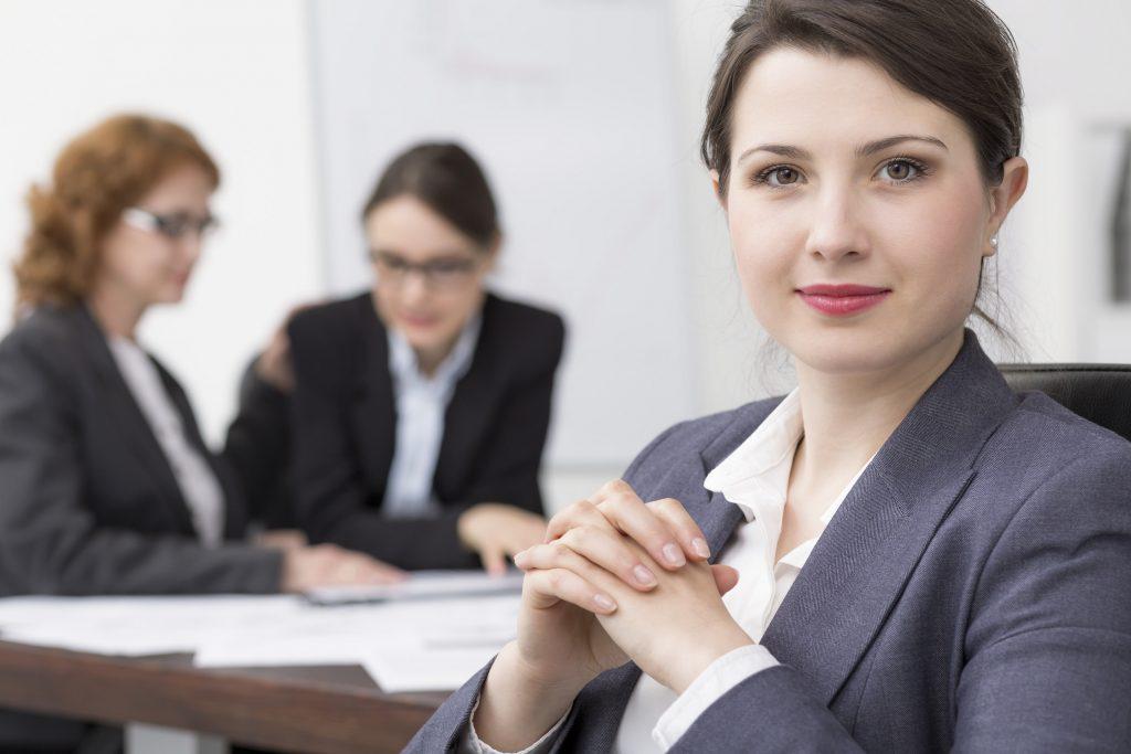 Klar auch wenn Frauen zu einem Vorstellungsgespräch gehen, spielt die Kleidung eine maßgebliche Rolle