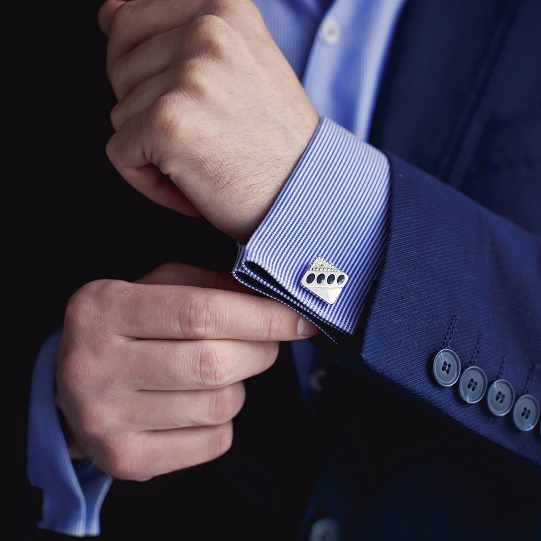 Zum korrekten Auftritt, mit dem richtigen Hemd, Krawatte, Anzug gehört auch die richtige Manschette