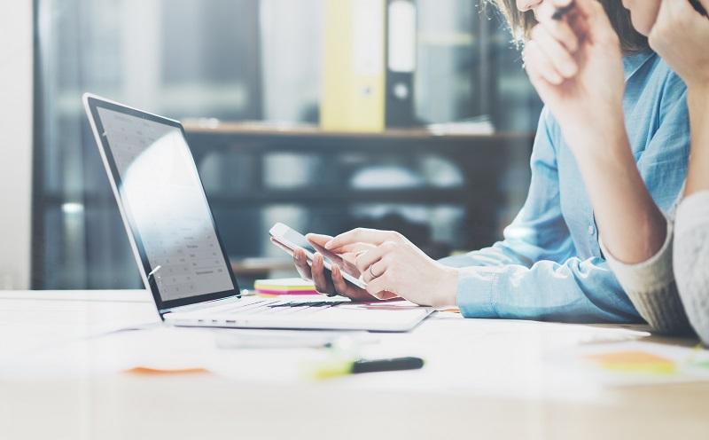 Apps für das Smartphone werden nicht mehr nur für die private Recherche genutzt, sondern kommen auch bei beruflichen Fachfragen zum Einsatz. (#07)
