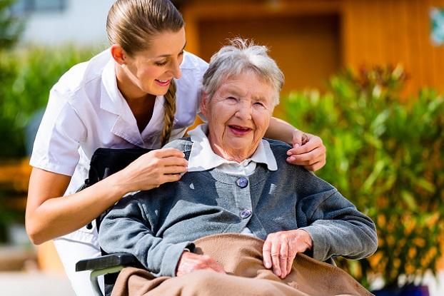 Pfleger sind oft auch ein wichtiges Korrespondenz-Glied zwischen Ärzten und Therapeuten, wenn der Gepflegte das nicht mehr selbst übernehmen kann.(#02)