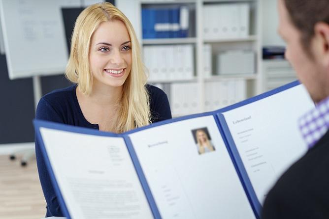 Möglicherweise erhalten Sie noch am selben Tag eine Antwort auf Ihre Mail und werden zum Vorstellungsgespräch für den neuen Job eingeladen. (#02)