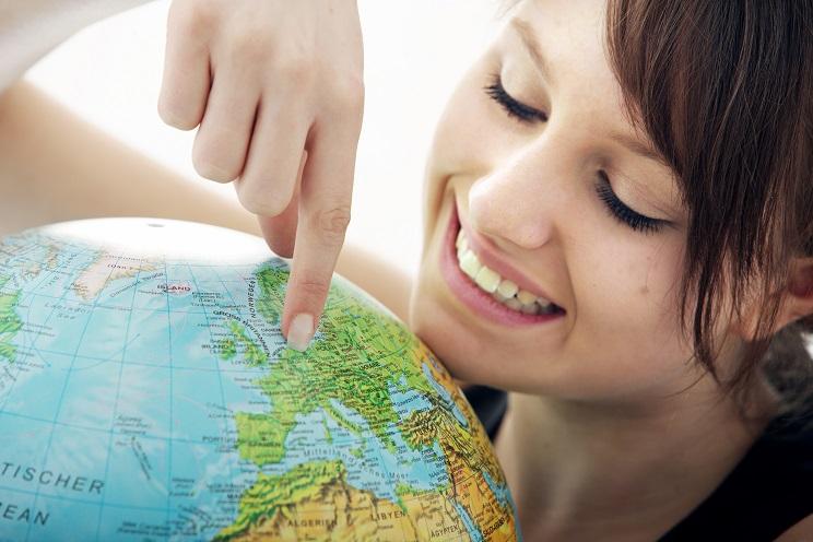 Wer ein soziales Jahr im Ausland absolvieren möchte, ist über den Träger versichert. Der Versicherungsschutz umfasst die Unfallversicherung, Krankenversicherung, Arbeitslosenversicherung und Pflegeversicherung. (#02)