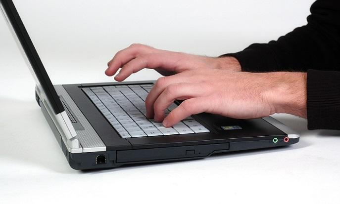 Generell hat sich jedoch eine erfreuliche Entwicklung gezeigt, die mit der Digitalisierung einhergeht: Immer mehr Kinder und junge Erwachsene wachsen mit dem Bedienen einer Tastatur auf. (#02)