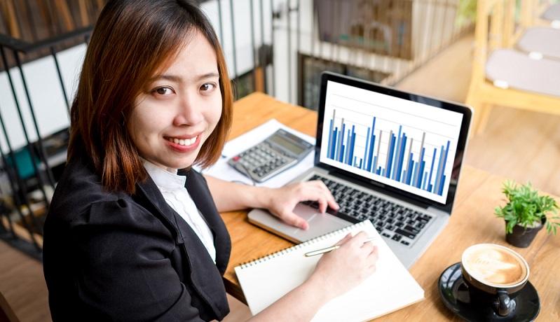 Du willst beruflich mit Geld zu tun haben, gut verdienen aber nicht spekulieren? Weniger spekulativ und mit sehr hohen Verdienstaussichten geht es bei der Arbeit als Finanzmanager zu. (#01)