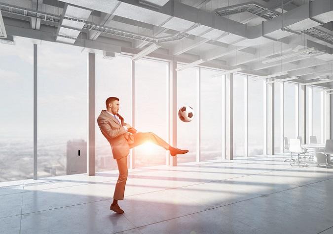 Wer Sportmanagement studiert hat, der kann eine Karriere in einem breiten Berufsfeld in der Sportbranche anstreben. Welche dies genau ist, ist abhängig von der Spezialisierung im Studium. Aus diesem Grund sind auch die Berufsaussichten und die Gehälter unterschiedlich.(#01)