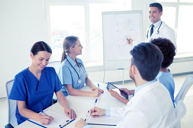 Krankenschwestern und Krankenpfleger haben ein vielfältiges Aufgabengebiet, was sich schon während der Ausbildung zeigt. Warum ich Krankenschwester werden will, die Antwort darauf scheint den Berufenen leicht zu fallen. (#02)