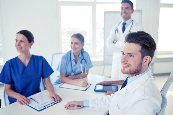 Dreier Mit Einer Krankenschwester In Ausbildung