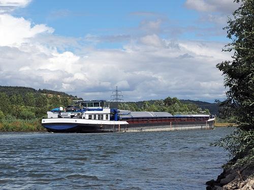 Binnenschiffer transportieren im Übrigen nicht nur verschiedene Frachten, sondern zeichnen sich ebenso für den Transport von Passagieren verantwortlich. (#06)