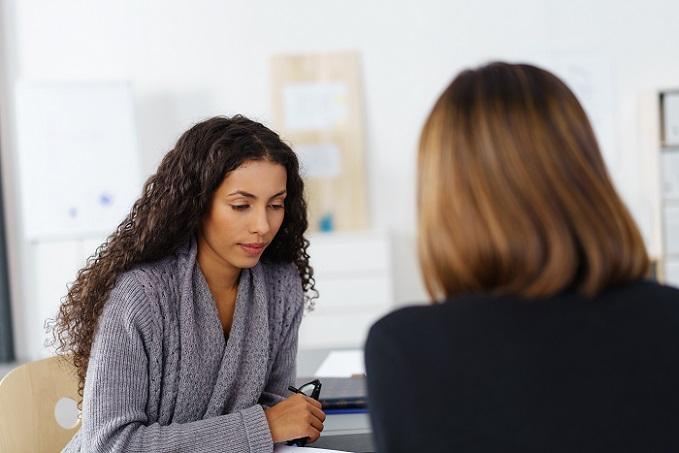 Wie beantrage ich Telearbeit, das fragen sich viele Büroangestellte, die ihren Job flexibel gestalten möchten. Es gibt jedoch kein Recht auf diese Form der Heimarbeit. (#05)