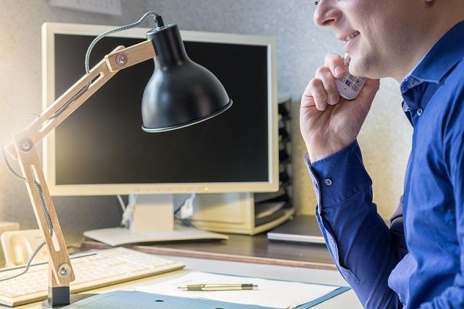 Zum Telearbeitsplatz gehört eine moderne Hardware, die mit den entsprechenden Programmen und Schnittstellen den Kontakt zum Chef und zu den Kollegen sicherstellt. (#02)