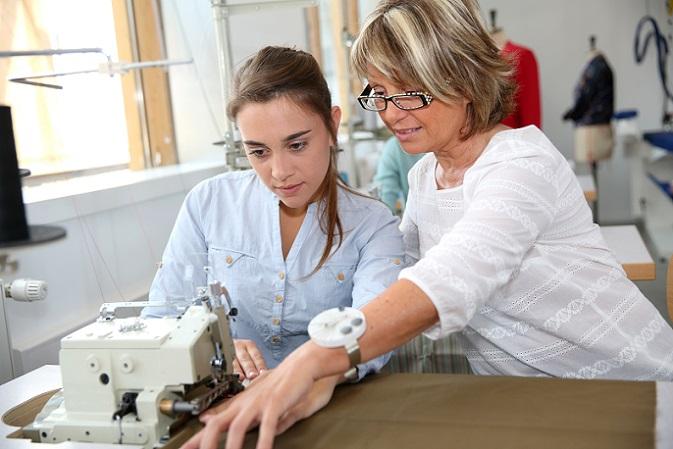 In Deutschland dauert eine Berufsausbildung normalerweise zwei bis dreieinhalb Jahre – immer abhängig vom Ausbildungsberuf. (#03)