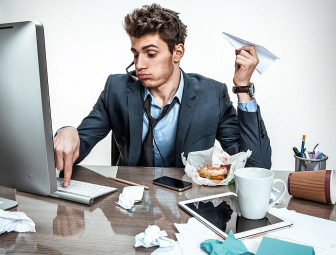 Gerade wenn es im stressigen Arbeitsalltag mal wieder schnell gehen muss oder es kurz vor 18 Uhr ist und damit der Feierabend vor der Tür steht, neigt man schon mal zu Schlampig- und Ungenauigkeit. So schleichen sich z.B. unnötige Rechtschreibfehler ein, die gerade beim Vorgesetzten das Bild eines unkonzentrierten Mitarbeiters entstehen lassen. (#05)