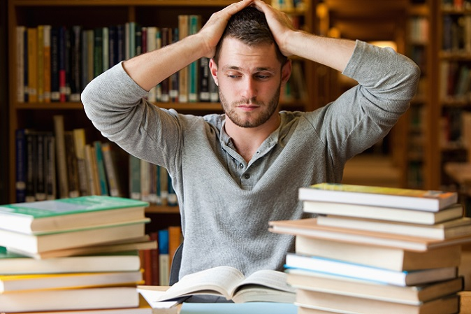 Natürlich hat eine fremd geschriebene Hausarbeit nicht nur möglicherweise Konsequenzen auf das Studium, sondern auch auf den Studenten selbst. Wie diese aussehen können, ist vielseitig. So fehlt das Wissen, das zum Schreiben der Hausarbeit notwendig ist, beispielsweise dem Studenten. (#05)
