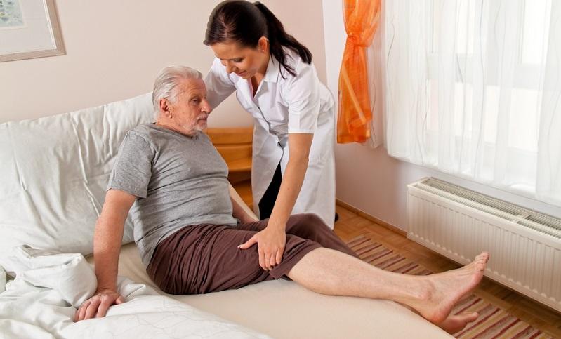Ein Job mit Perspektive – das ist der Beruf der Altenpflegerin/des Altenpflegers. In Deutschland steigt der Anteil älterer und hochbetagter Menschen in der Bevölkerung seit Jahren stetig an und das wird auch so bleiben. (#02)