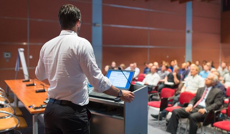 Die Referenten sind allesamt Experten aus der Praxis – darunter Vertreter aus der Agentur für Arbeit, den Handwerks- und Handelskammern, dem Finanzamt, Banker, IT-Fachleute, Vertriebler, Marketingspezialisten, Coaches und viele mehr. (#02)