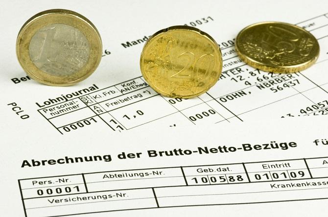 Hat der Arbeitgeber eine Lohnabrechnung erstellt, dann kann er sich nicht mehr auf die Ausschlussfrist beziehen, da er durch die Lohnabrechnung den Anspruch anerkannt hat. Dasselbe gilt bei Erhebung einer Kündigungsschutzklage. (#05)