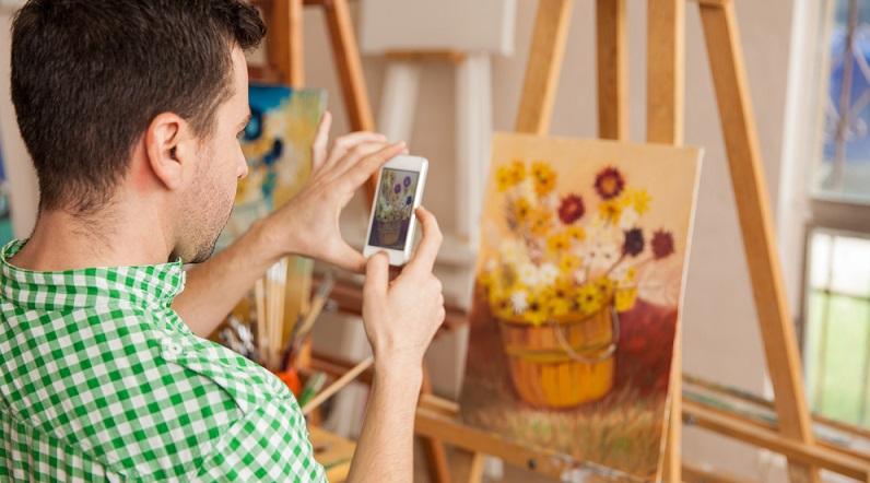Falls du eine Begabung für Handarbeiten hast oder künstlerisch tätig bist, kannst du deine Werke online verkaufen. Dazu erstellst du entweder eine eigene Webseite oder du nutzt DaWanda oder ähnliche Plattformen, die Verkäufern die Möglichkeit geben, ihre eigenen kreierten Produkte zum Kauf anzubieten. (#03)