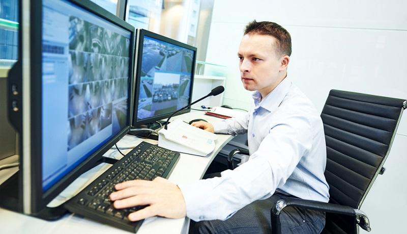 Sicherheitsangestellte: Im Casino spielt die Sicherheit eine große Rolle. Daher ist es wichtig, dass ausreichend Sicherheitskräfte angestellt sind. (#02)