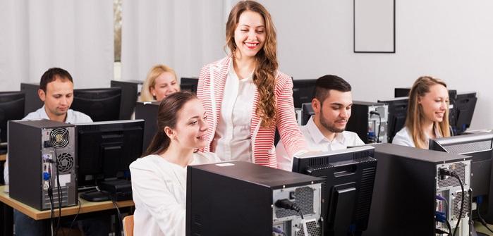 Sandwich-Effekt im Job – 5 Tipps für den richtigen Umgang