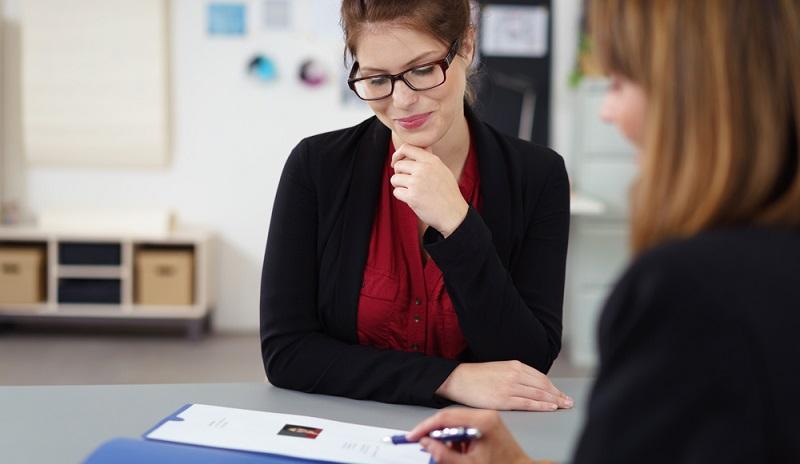 Es ist geschafft: Sie haben die Bewerbung geschrieben und möchten sich nach dem Studium oder aus einem anderen Job heraus als beste Person für diesen einen, ganz bestimmten Job präsentieren. (#01)
