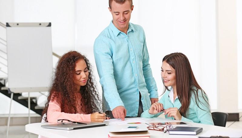 Wird die Fortbildung genehmig, werden sämtliche Kosten abgedeckt, die das jeweilige Training oder der anstehende Kurs verursacht. Diese Kosten werden sehr häufig in Form eines Bildungsgutscheins übernommen. (#01)