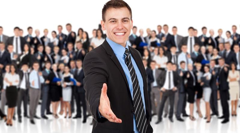 Wer an eine Ausbildung und Karriere bei einem Finanzdienstleister denkt, wird eventuell den Beruf des Bankkaufmanns oder der Bankkauffrau im Kopf haben. (#01)