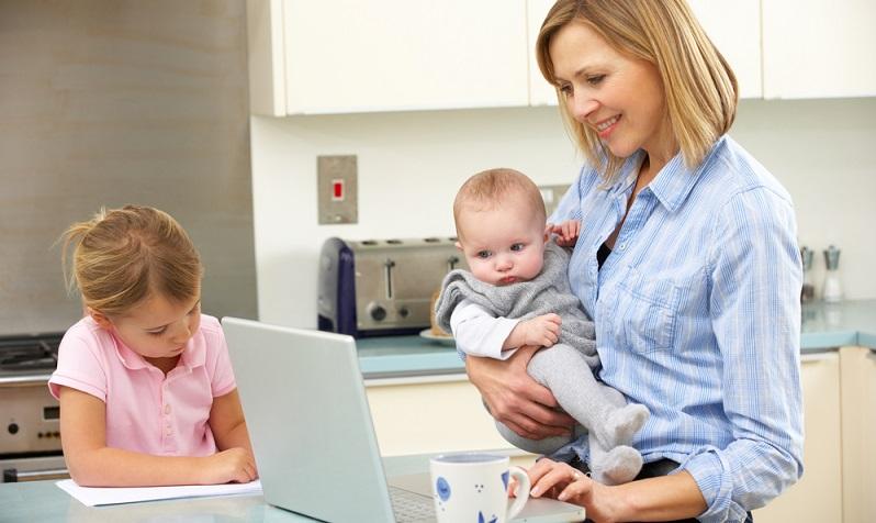 """Gerade nach der Elternzeit nutzen viele junge Eltern das umfangreiche Angebot der """"Perspektive Wiedereinstieg"""", bevor sie wieder in den Beruf zurückkehren. (#01)"""