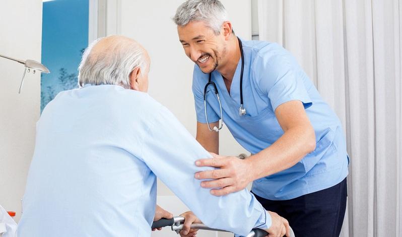 Die Suche nach Fachkräften kommt von vielerlei Seite, was zeigt, wie vielseitig der Beruf der Pflegefachkraft ist. So können Krankenhäuser, Reha-Einrichtungen, Hospizen, Pflege- und Altenheime, Krankenstationen der Justizvollzugsanstalten oder anderen Einrichtungen im Sozial- und Gesundheitswesen als Arbeitgeber infrage. (#04)