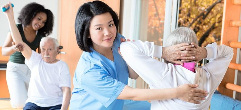Als Pflegefachkräfte werden aber nicht nur Altenpfleger bezeichnet. Auch Kinderkranken- und –gesundheitspfleger sowie Kranken- und Gesundheitspfleger für Erwachsene üben den Job einer Fachkraft für Pflegeberufe aus. (#01)