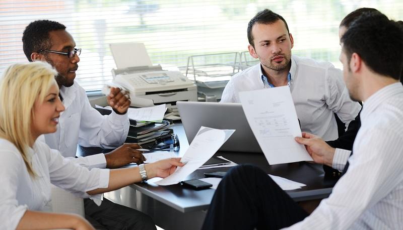 Es kann sich lohnen, sich bei Kollegen umzuhören, Erfahrungen auszutauschen und nachzufragen.(#02)