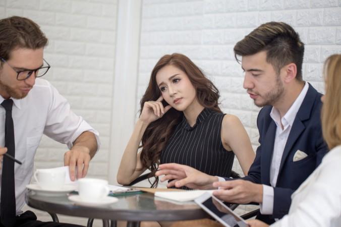 Die eigene Haltung reflektieren zu können ist ein wichtiger Faktor auf dem Weg zur agilen Führung – hier kommt eine gute Kritikfähigkeit der Mitarbeiter und der Manager zum Tragen. (#4)