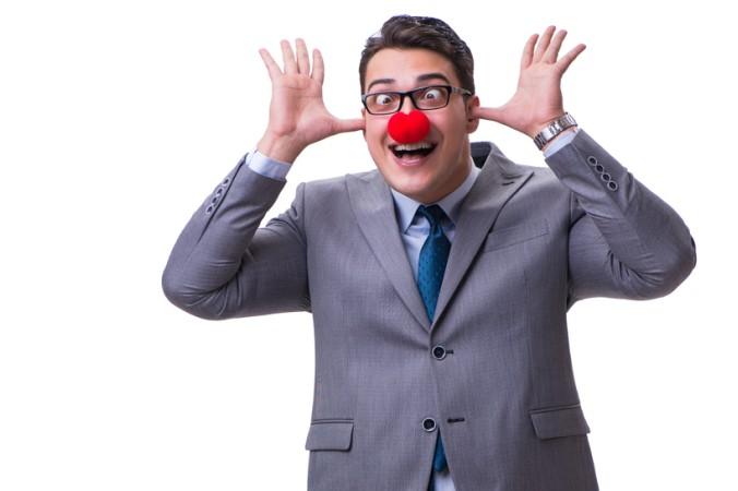 Ein guter Chef und eine gute Führungskraft zeichnen sich durch die richtige Portion an Humor aus - täglich eine Art Clown zu spielen ist hiermit allerdings nicht gemeint. (#4)