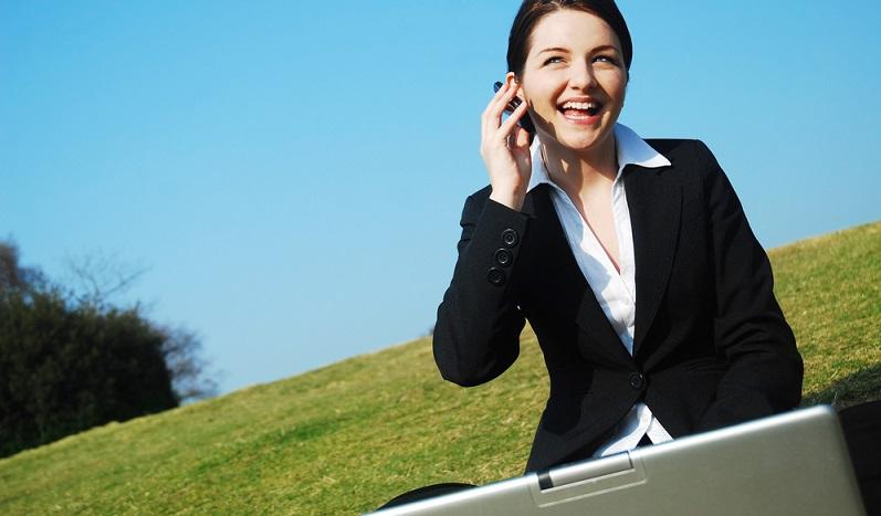 In vielen deutschen Unternehmen wird nur einigen Mitarbeitern ein Firmenhandy zur Verfügung gestellt. Das kann innerhalb der Belegschaft für ein ungleiches Kräfteverhältnis und für Frustrationen sorgen. (#02)