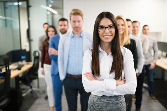 Junge weibliche Führungskräffte haben es nicht immer ganz leicht. Eine gute Fachkompetenz hat aber bisher noch jeden Skeptiker überzeugen können. (#5)