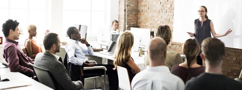Die IT-Branche gilt auch in problematischen Zeiten als sicherer Arbeitgeber. Zudem sorgt der Megatrend zur Industrie 4.0 dafür, dass gerade die IT-Experten auch in Bereichen gesucht, die bisher nicht so stark IT-getrieben waren. (#01)