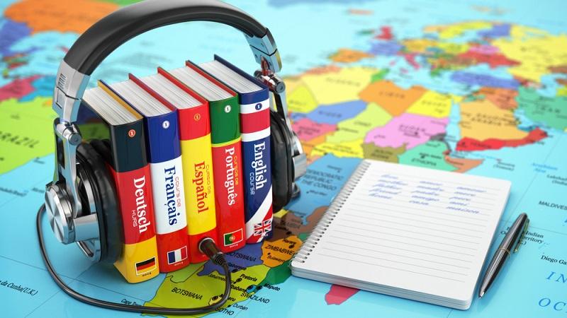 Aufgrund des Booms von Fremdsprachen sind auch Online Anbieter in kürzester Zeit aus dem Boden gestampft. Die Folge für den Konsumenten ist, dass die Auswahl riesig ist, welches dazu führt, dass man nicht weiß, welcher Anbieter der passende ist. (#01)