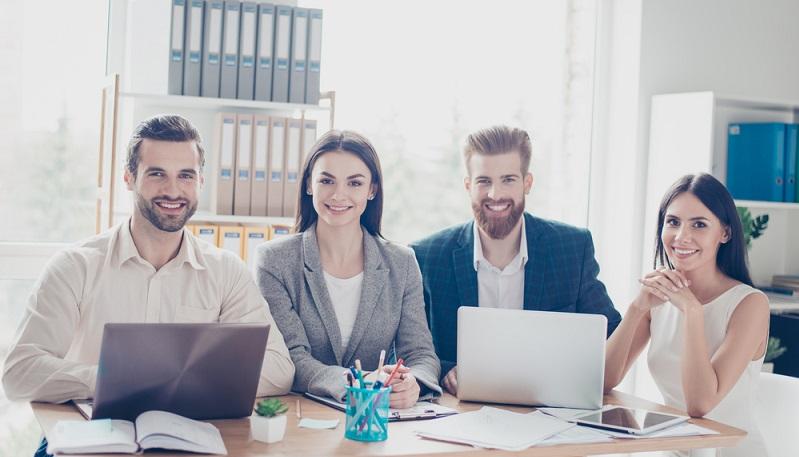 Was auf den ersten Blick nach trockener Büroarbeit klingt, ist in Wahrheit in bunter Mix aus diversen Berufsfeldern. Denn der öffentliche Dienst hat viel zu bieten. (#02)
