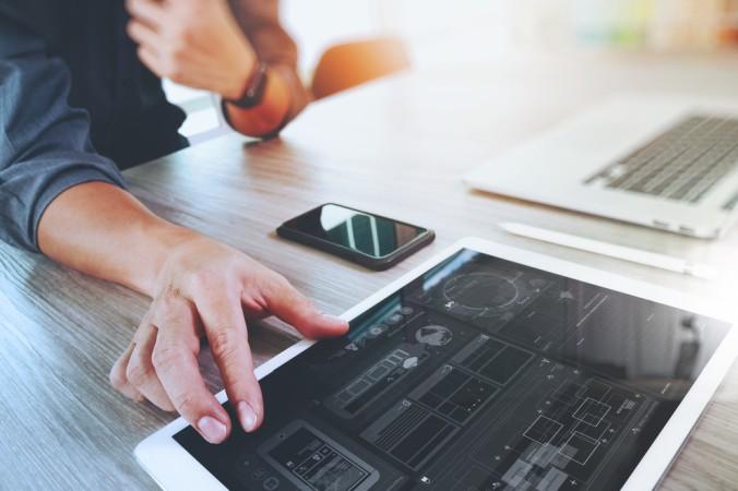 Muss ein künftiger Mitarbeiter zwangsläufig gut sein im Umgang mit digitalen Medien? Nein sagen die Chefs, sie legen mittlerweile immer größeren Wert auf Soft Skills, da diese Fähigkeiten sich nur schlecht erlernen lassen - im Gegensatz zum Umgang mit PC, Tablet und Co. (#2)