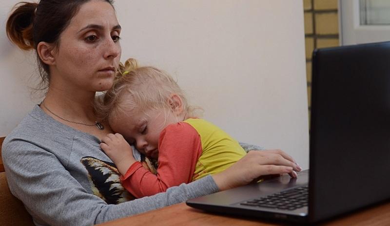 Von staatlicher Seite können Eltern auf unterschiedliche Beratungsangebote zugreifen, die den Wiedereinstieg ins Berufsleben erleichtern können. (#01)