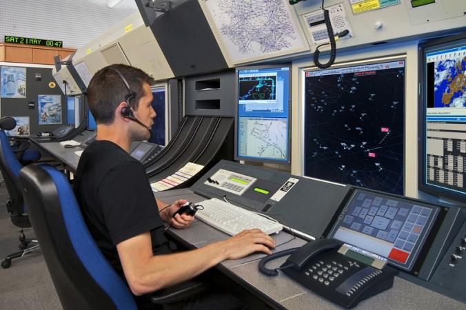 Neben dem klassischen Flugzeugbau, gehört auch die Entwicklung und Produktion von Systemen zur Flugsicherung, also zur Steuerung und Koordination des Luftverkehrs zur Luft- und Raumfahrt. (#3)