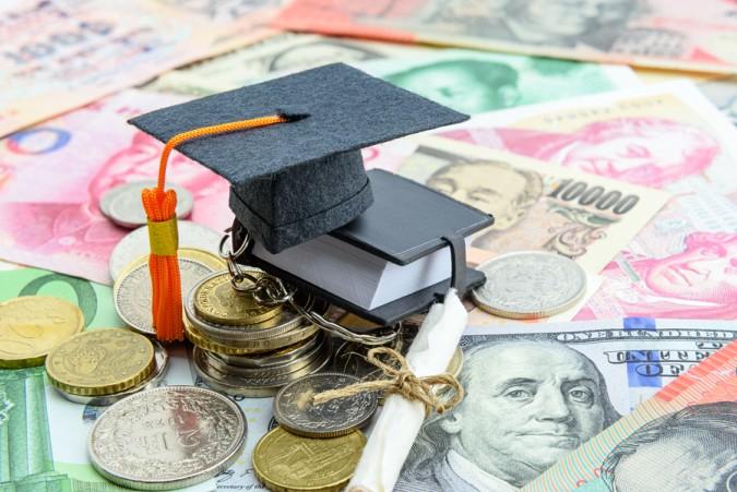 Soll man lieber eine Eliteuniversität oder eine sogenannte Medical School für das Medizinstudium in den USA wählen? Die Entscheidung hängt mitunter vom Budget ab, das für das Studium zur Verfügung steht. (#2)