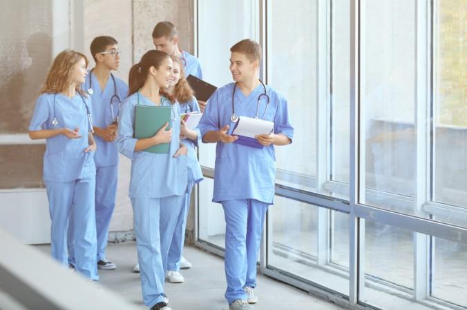 Hat man alle Eventualitäten berücksichtigt und einen der begehrten Studienplätze ergattert, steht einem erfolgreichen Medizinstudium in den USA nichts mehr im Wege. (#4)