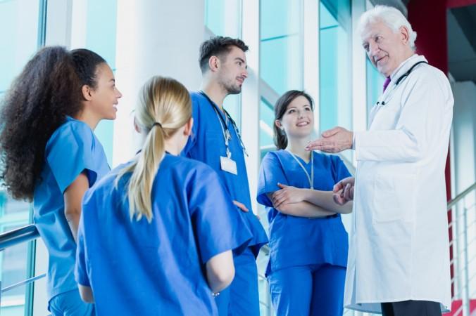 In den USA sind die Zukunftschancen für ein Medizinstudium und auch für die spätere Arbeit als Mediziner sehr gut, der Weg zum Studienplatz ist allerdings schwer. Vor allem für Bewerber, die keine amerikanische Staatsbürgerschaft haben. (#1)