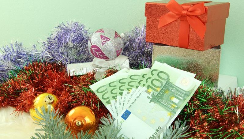 """Eine Rückzahlung von Weihnachtsgeld wird auf dem Papier auch oft """"Ausschüttungsregelung"""" genannt und verlangt vor allem eines: Einen Grund, warum der Angestellte das Geld zurückzahlen muss. (#01)"""